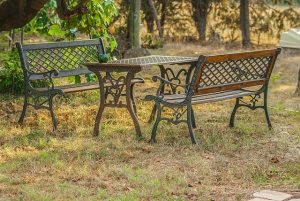Gartenmöbel draußen
